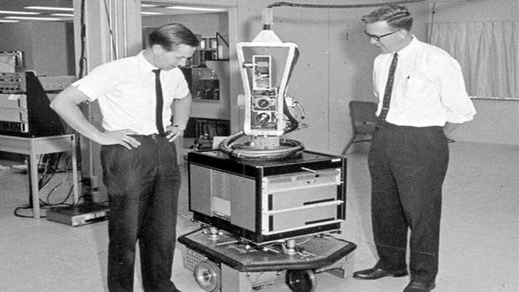 1972. Robô SHAKEY controlado por IA.