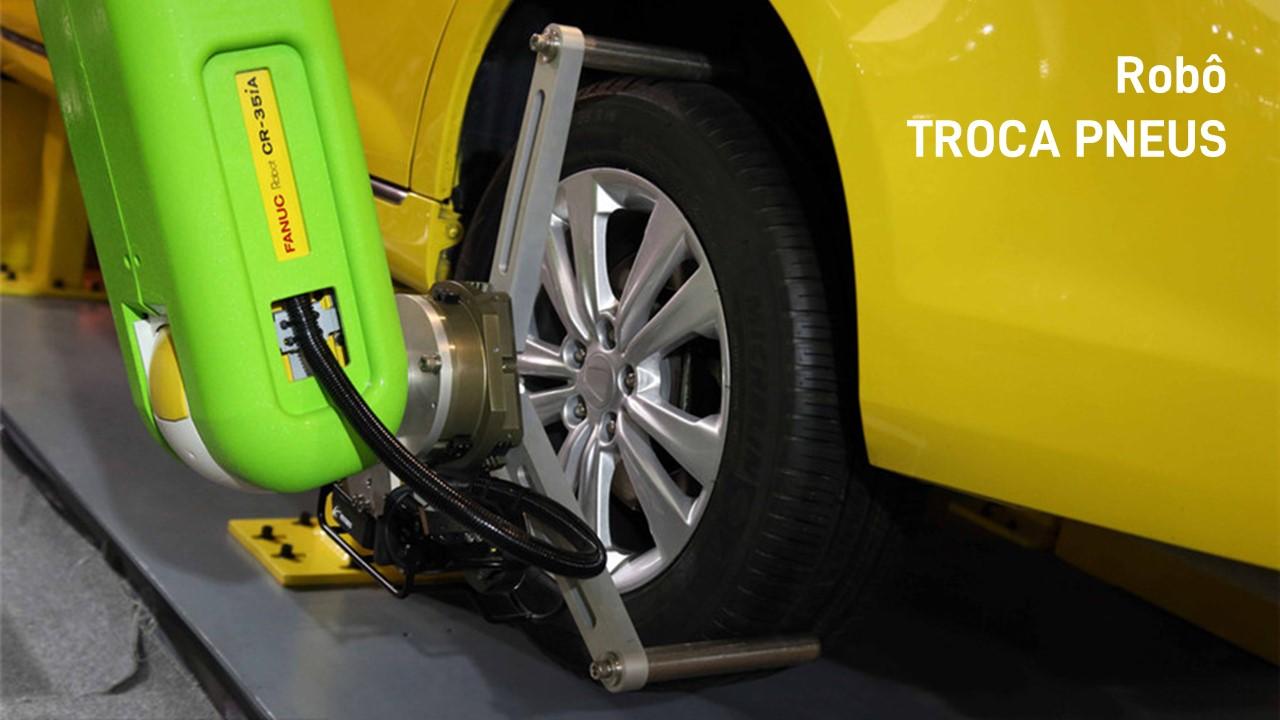 2015. Robô troca pneus.