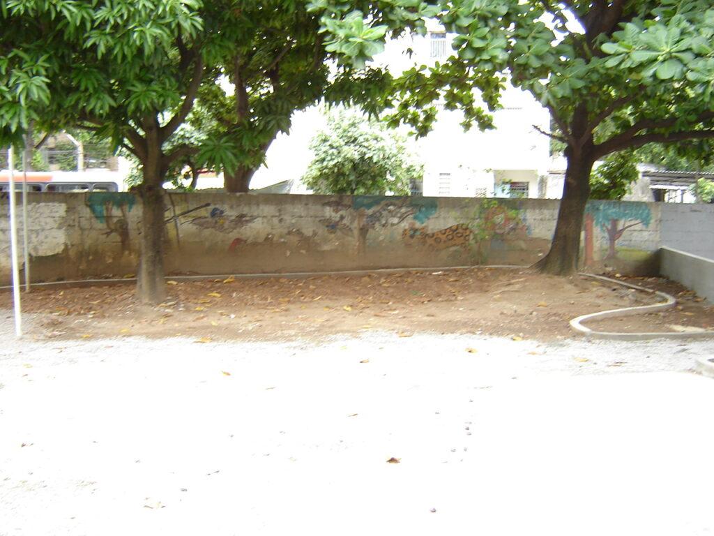 Um espaço se transformando em Jardim Didático, 2006.