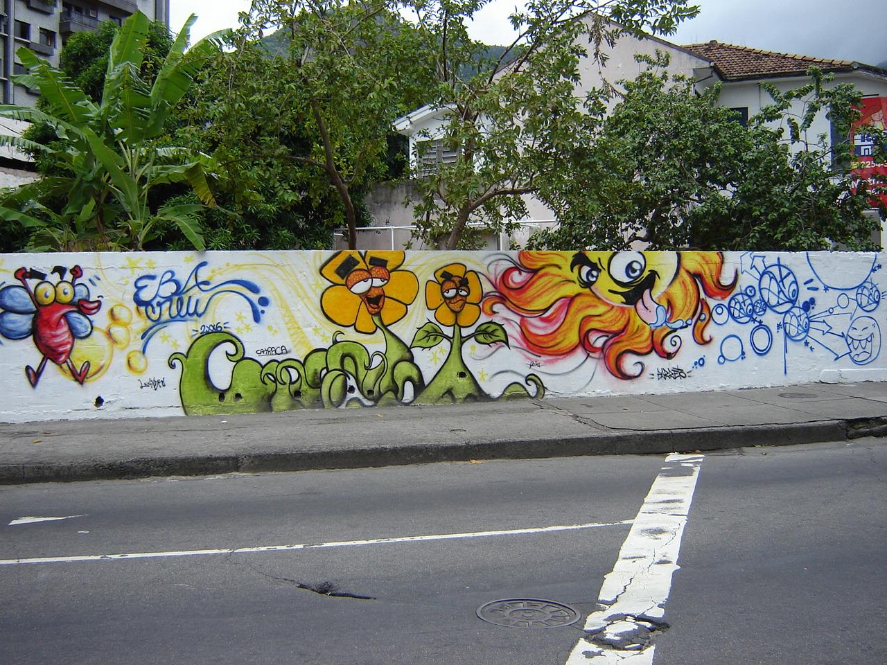 Muro externo do Espaço Ciência Viva, 2006.
