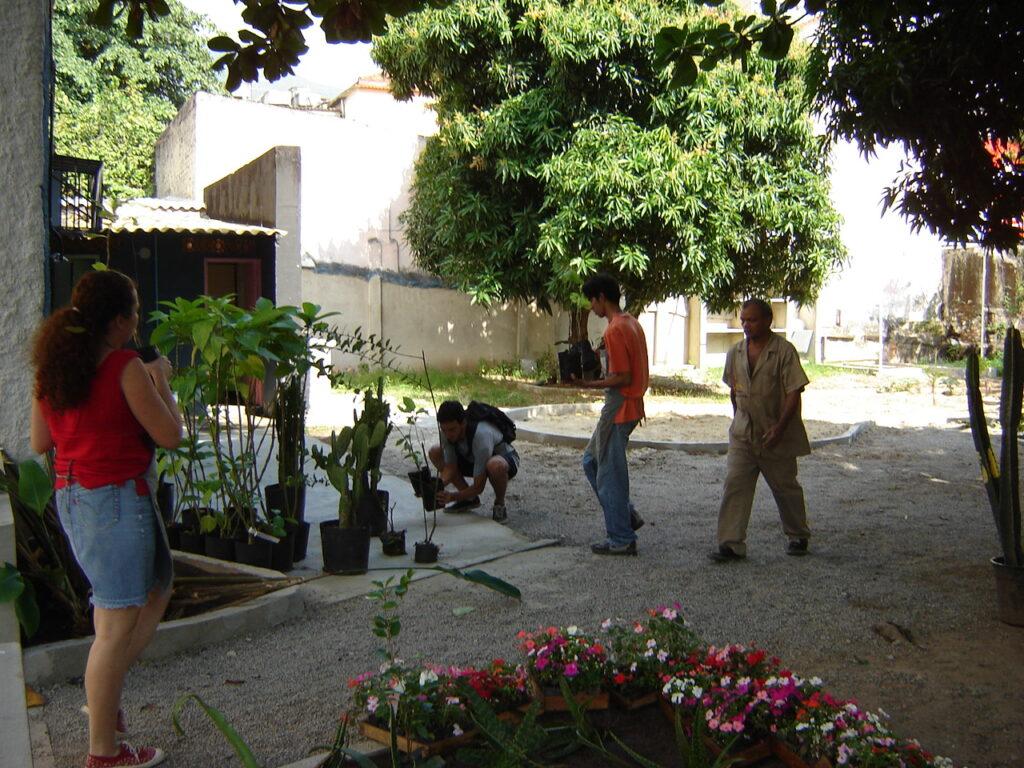 Plantio de plantas, Jardim Didático, 2006.