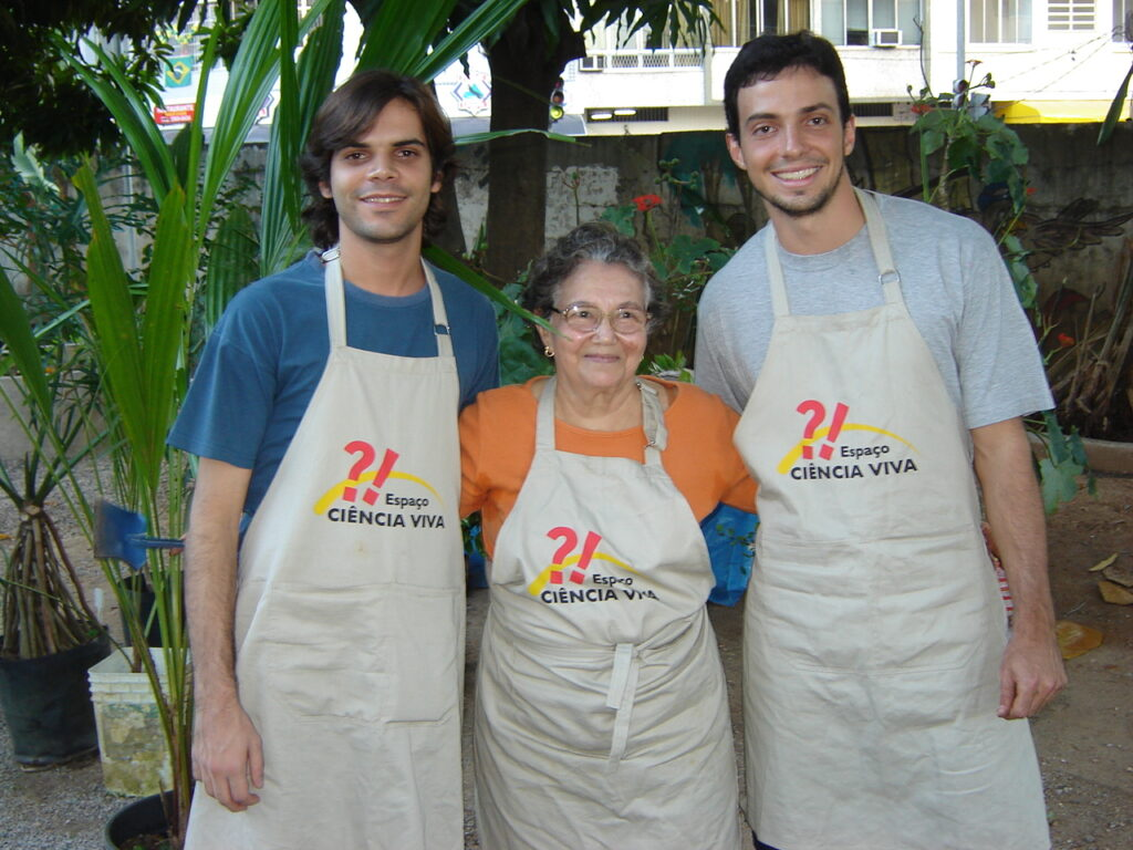 Dona Lourdes e primeiros mediadores do Jardim Didático.