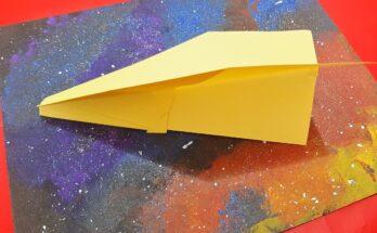 Avião de papel Nakamura amarelo.