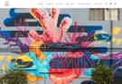Imagem de um mural com corais, peixes e outros animais marinhos pintados.